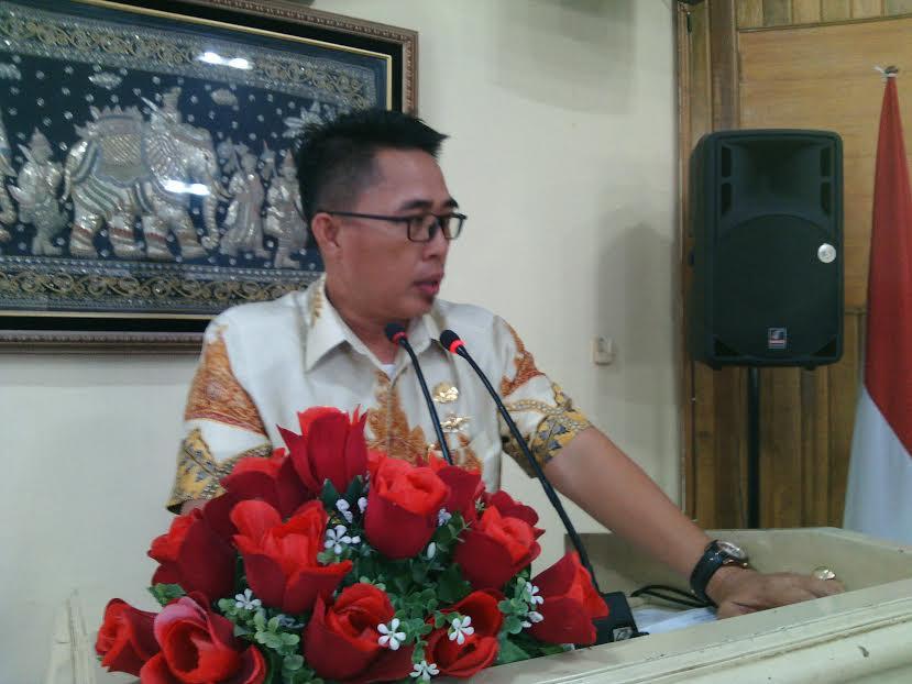 Wakil Bupati Lampung Timur Zaeful Bukhari saat melakukan sidak di Kantor Satpol PP Lampung Timur, Senin 2/05/2016. | Parman/Jejamo.com