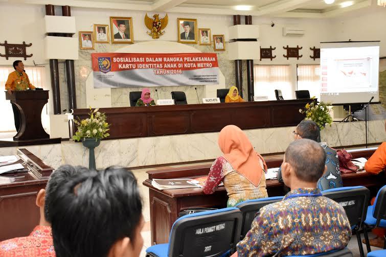 Wali Kota Metro Achmad Pairin membuka sosialisasi tentang penerapan Kartu Identitas Anak (KIA), di Aula Pemerintah Kota (Pemkot) Metro, Kamis, 16/6/2016 | Tyas/jejamo.com