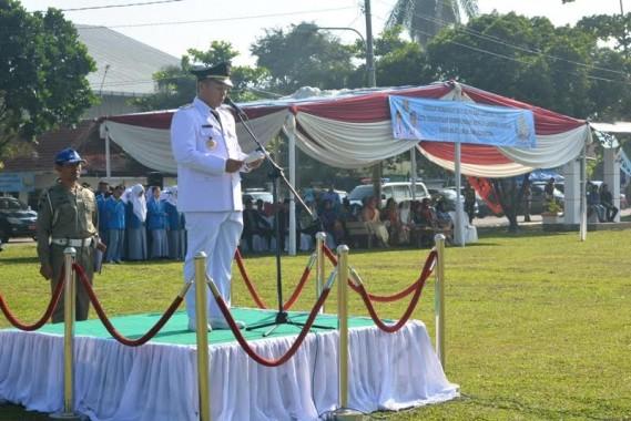 Bupati Lampung Tengah Mustafa menjadi pembina upacara peringatan HUT Kabupaten Lampung Tengah ke-70 di Lapangan Merdeka Gunung Sugih | Raeza/jejamo.com