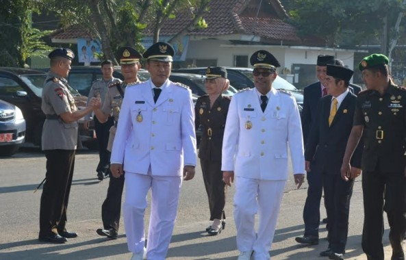 Bupati Lampung Tengah, Mustafa bersama Wakil Bupati Lampung Tengah, Loekman Djoyosoemarto bersama Forkopimda Kabupaten Lampung Tengah, saat memasuki Lapangan Upacara | Raeza/jejamo.com