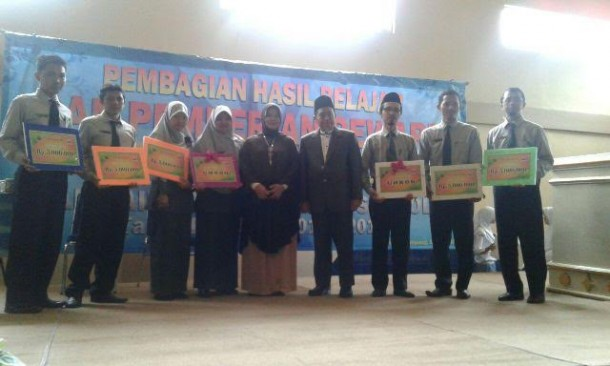 Peserta Pesantren Kilat SMAN 2 Bandar Lampung Infak Rp11 Jutaan Diserahkan ke IZI