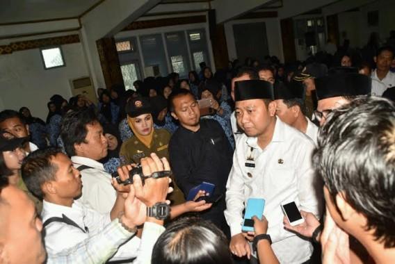 Bupati Lampung Utara Serahkan SK 100 Persen PNS kepada 236 CPNS