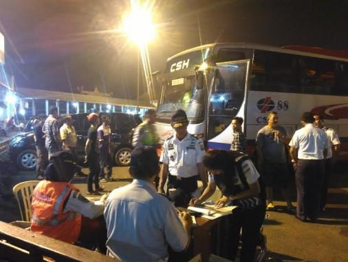 Hingga Malam Hari, Dishub Lampung Tes Urine Sopir Bus dan Cek Kelaikan Angkutan Mudik Lebaran