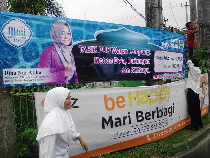 Warga Tanjung Karang Pusat Pasang Spanduk Dukungan Dina Nur Atika peserta Aksi Indosiar