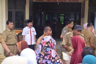 Pemerintah Kota (Pemkot) Bandar Lampung membagikan 8.000 kantong beras seberat lima kilogram, untuk tujuh kecamatan yang ada di Kota Tapis Berseri | ist