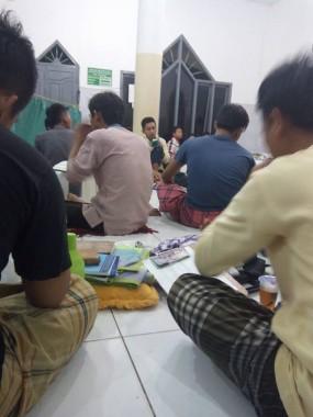 Iktikaf di Masjid Da'watul Ihsan, Perumahan Puri Sejahtera, Desa Hajimena, Natar, Lampung Selatan. |  Jejamo.com