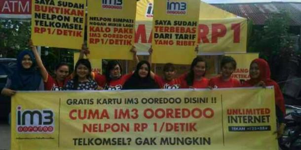 Monopoli Pasar, Indosat Sentil Telkomsel dengan Spanduk Jahil