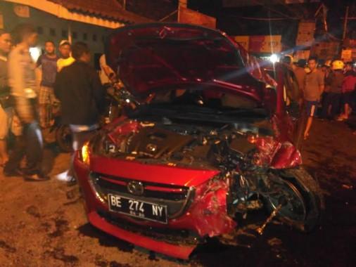 BREAKING NEWS: Sedan Hantam Motor di Jalan Teuku Umar Seberang Masjid Babussalam Korem
