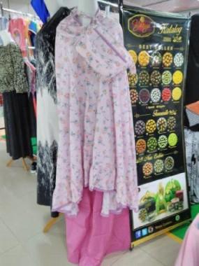 Mukena Katun Jepang Diminati Muslimah Bandar Lampung