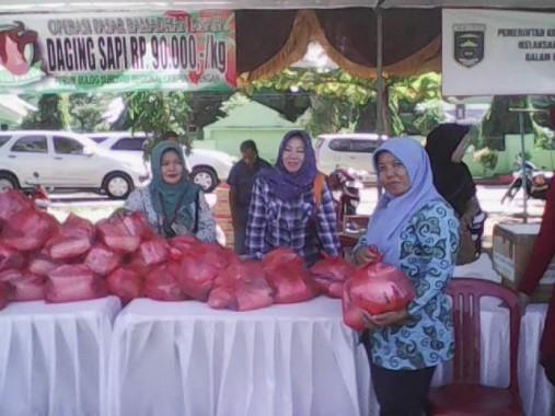 Pasar Rakyat Bersubsidi Kota Metro Lancar, Penerima Tukarkan Kupon dengan Bahan Pokok