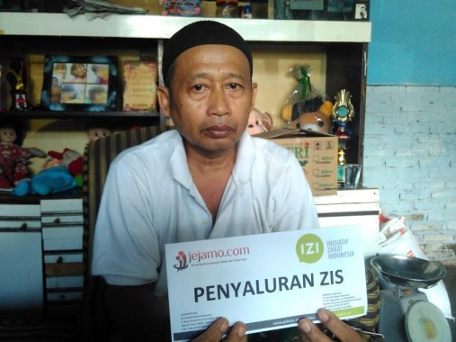 Muhammad Pungut Marbot Masjid Al Karomah Tanjungagung, Kuliahkan Anak ke Universitas Lampung