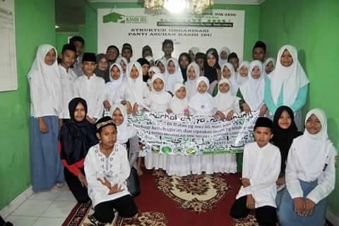 Bakti sosial Rohis SMKN 1 Bandar Lampung di Panti Asuhan Kasih Ibu beberapa waktu lalu. | Ist