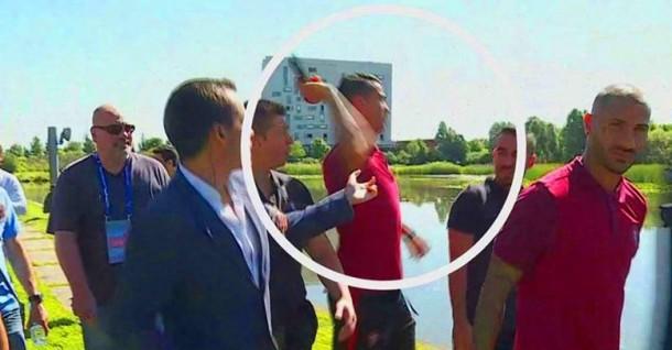 Tertekan di Piala Eropa, Ronaldo Buang Mikrofon Wartawan ke Danau