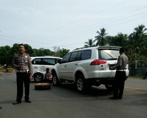 Mobil Kasat Lantas Polres Lampung Timur Tabrakan dengan Mobil Eks Ketua Dewan Ismail Sanjaya