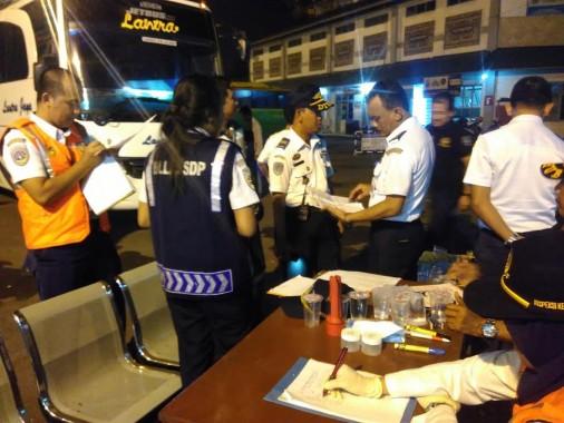6 Bus Terminal Rajabasa Tak Laik Jalan Angkutan Lebaran Tahun Ini