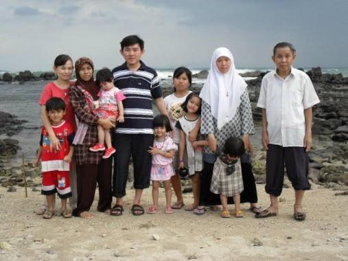 Yolis bersama keluarga. | Ist