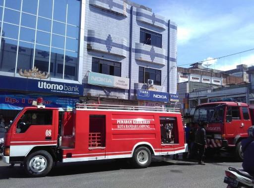 Breaking News: Rumah Makan Fredy di Telukbetung Terbakar