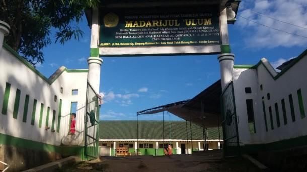 Pondok Pesantren Madarijul Ulum Bayar Pengajar dengan Layak