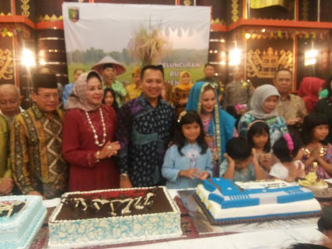 Gubernur Lampung M Ridho Ficardo meluncurkan buku Menuju Lampung Maju Sejahtera, bertepatan dengan ulang tahunnya ke 36 pada Rabu, 20/7/2016 |Sugiono/jejamo.com
