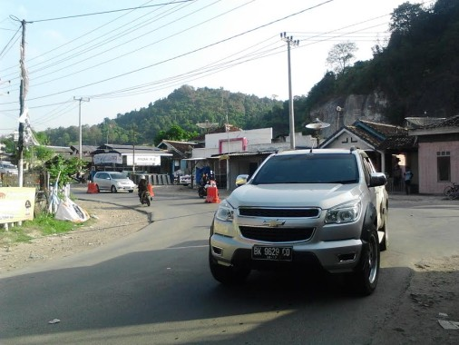 - Arus kendaraan menuju objek wisata sejumlah pantai di Pesawaran dari arah Bandar Lampung terpantau lancar, Jumat, 8/7/2016. | Sugiono/Jejamo.com