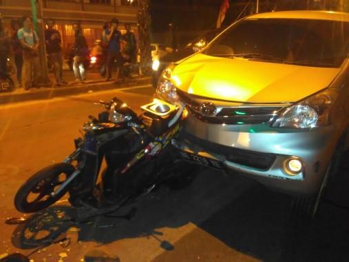 Avanza Silver Tabrak Yamaha Mio di Jalan Teuku Umar Bandar Lampung, 1 Korban Luka di Kepala