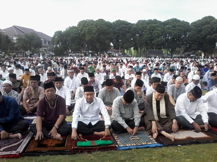 Advertorial: Bupati Lampung Timur Salat Ied di Islamic Center Sukadana