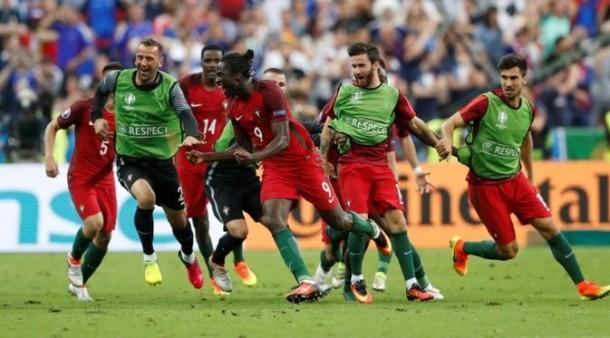 Kegembiraan pemain Portugal merayakan gol Eder membawa tim itu menjadi juara Euro tahun ini dengan skor 1-0 atas tuan rumah Prancis, Senin dini hari, 11/7/2016. | Reuters