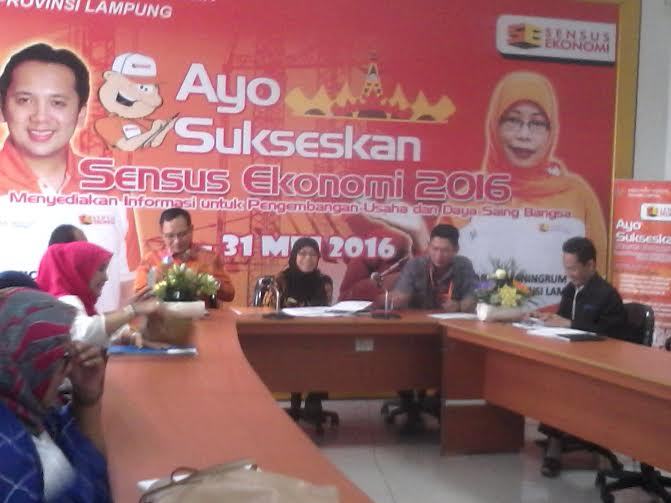 Kepala BPS Provinsi Lampung Yeane Irmaningrum ( tengah ) saat expose produksi padi Lampung | Widya/jejamo.com