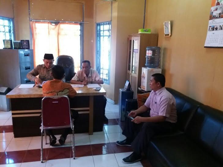 Ketua KPU Tulang Bawang Barat Ismanto (pakai peci) dan Sekretaris KPU Markurius, serta Ketua Panwaslu Mediyan Dahlan | Mukaddam/jejamo.com
