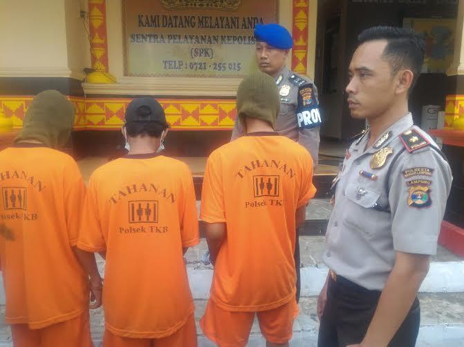 Polsekta Tanjungkarang Barat menggelar ekspose di Mapolsekta, Rabu, 27/7/2016 | Andi/jejamo.com