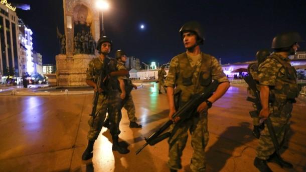 Suasana di Ankara dan Istanbul mencekam setelah militer Turki mengumumkan kudeta tehadap Erdogan | CNN