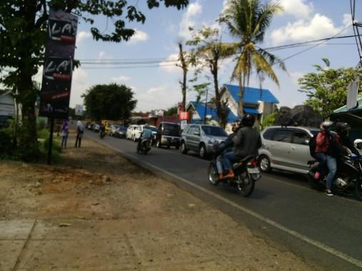 Kemacetan arus mudik cukup panjang terjadi di Jalan Soekarno-Hatta Kotabumi, Lampung Utara, Minggu, 3/7/2016. Ratusan kendaraan bergerak lambat di ruas jalan itu. | Rengki/Jejamo.com