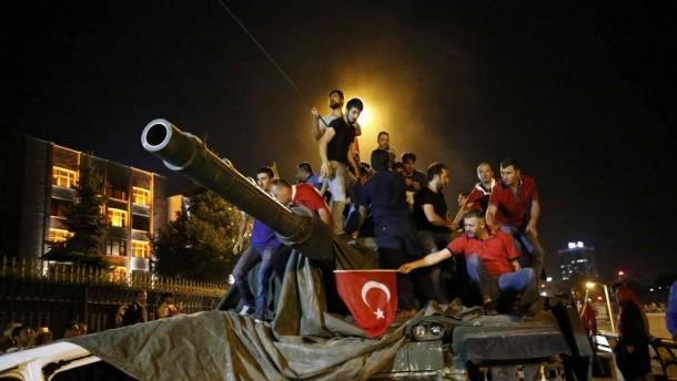 Suasana di Ibu Kota Turki Masih Tegang, 42 Orang Dilaporkan Tewas