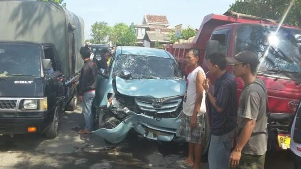 Mobil Toyota Avanza Maut di Tanjungseneng, Bandar Lampung