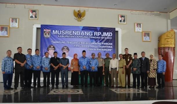 Bupati Lampung Tengah Mustafa dan wakil Bupati Loekman Djoyosoemarto saat bersama Forkopimda Kabupaten Lampung Tengah | Raeza/jejamo.com