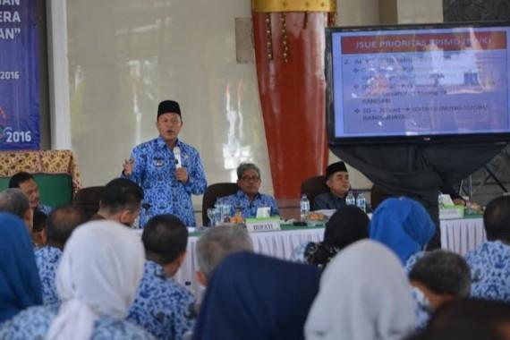 Bupati Lampung Tengah saat memberikan pengarahan kepada para peserta Musrenbang RPJMD  | Raeza/jejamo.com