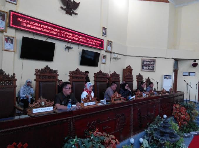 Suasana Rapat Paripurna DPRD Lamtim | Parman/jejamo.com