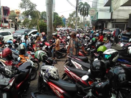 Jelang Lebaran, Penghasilan Tukang Parkir di Bandar Lampung Capai Rp 800 Ribu Per Hari
