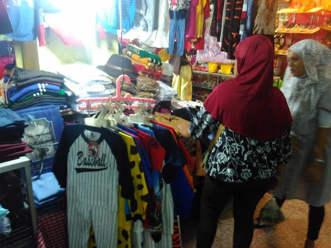Jelang Lebaran, Pedagang Pakaian di Pasar Tugu Bandar Lampung Kewalahan Layani Pembeli