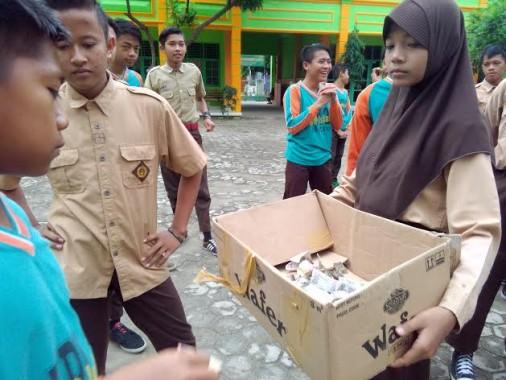 Penggalangan dana SMP Islam YPI
