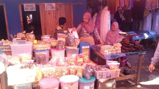Sentra kue di Jalan Triodiso, Pasar Pagi Lampung Utara | Prika/jejamo.com