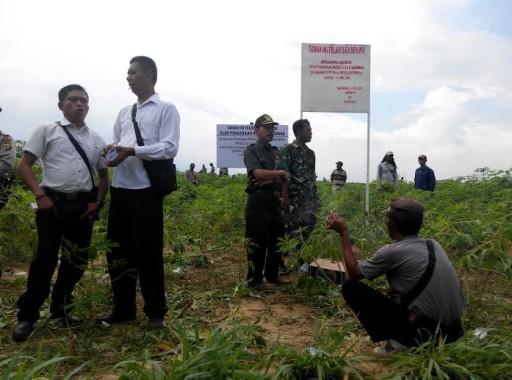 Tim Eksekusi Lahan Desa Gedung Dalem Baru Akhirnya Sukses Menyita Lahan