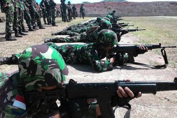 Prajurit TNI latihan dengan senjata SS1 | ist