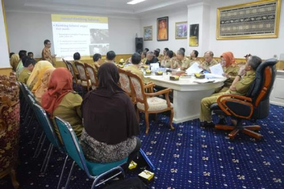 Rapat pembahasan kambing saburai di ruang Wakil Gubernur Lampung Bachtiar Basri, Selasa, 19/7/2016. | Ist