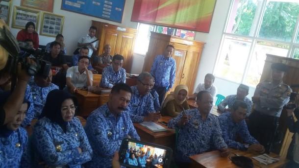 Suasana rapat soal nasib SMKN 9 Bandar Lampung antara Pemkot Bandar Lampung dan Pemprov Lampung, Senin, 18/7/2016. | Arif Wiryatama/Jejamo.com