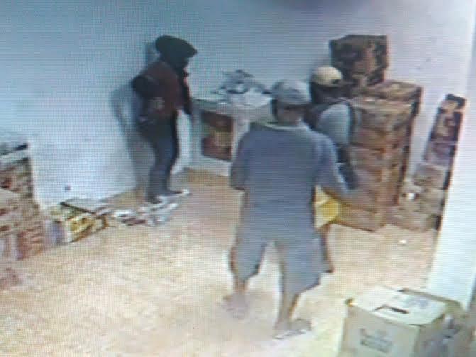 Foto rekaman CCTV perampokan yang terjadi di Alfamart Jalan Pagar Alam (Gang PU), Langkapura, Bandar Lampung | Andi/jejamo.com