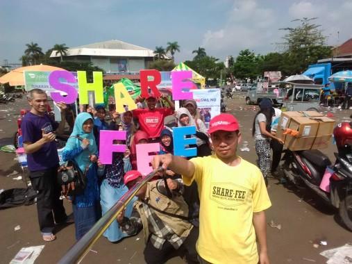 Kepala Cabang PKPU Lampung Sefrizal Permana (kaus kuning). | Ist