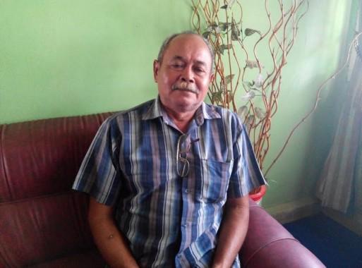 Sutawijaya, ayah Rochmad Saefudin, atlet pelajar Lampung Timur yang mewakili Lampung pada O2SN di Jakarta 25 Juli mendatang. | Suparman/Jejamo.com
