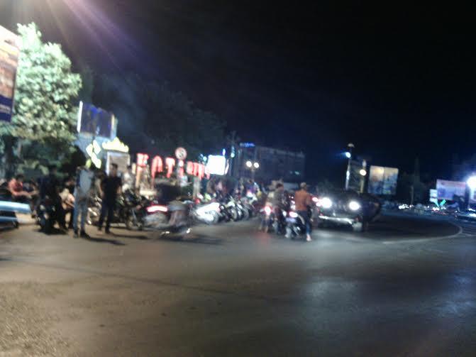 Tugu Payan Mas di Kotabumi, Lampung Utara, menjadi salah satu titik yang dipadati warga untuk merayakan datangnya Hari Raya Idul Fitri | Rengki/jejamo.com