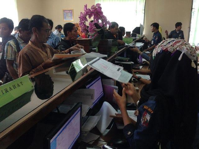 Warga lampung utara mengurus dokumen kependudukan di Disdukcapil | Lia/jejamo.com